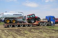 transport-agabaritic-tractor-Case-HI-si-cisterna