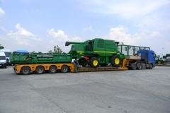 transport agabaritic combina agricola John Deere W650
