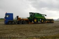 transport agabaritic combina agricola John Deere