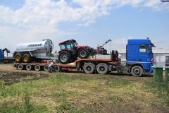 transportu utilaj agricol Case plus cisterna